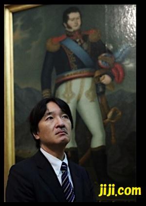 チリ到着後博物館を視察される秋篠宮殿下