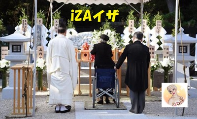 崇仁親王喪儀「墓所一周年祭の儀」で拝礼される三笠宮妃百合子さま
