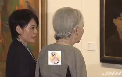 皇后陛下が東京と沖縄の美術交流を紹介する展覧会鑑賞