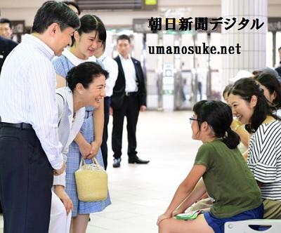 須崎御用邸での静養のため下田に着いて、平民に声を掛ける雅子さま愛子さま皇太子