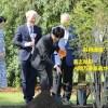 紀子さまがかわいい!ポーランドで植樹 国交100周年を記念