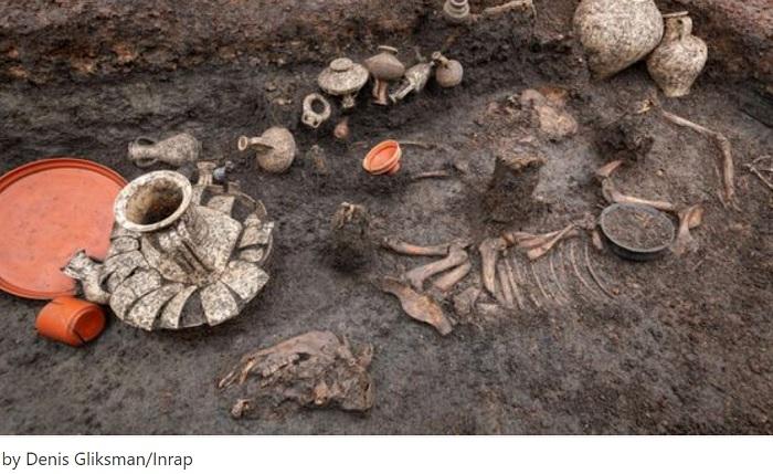2000年前に埋葬された幼児の墓