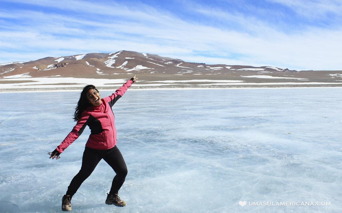 Laguna Diamante congelada durante o inverno no Atacama - Passeio pelo Salar de Tara