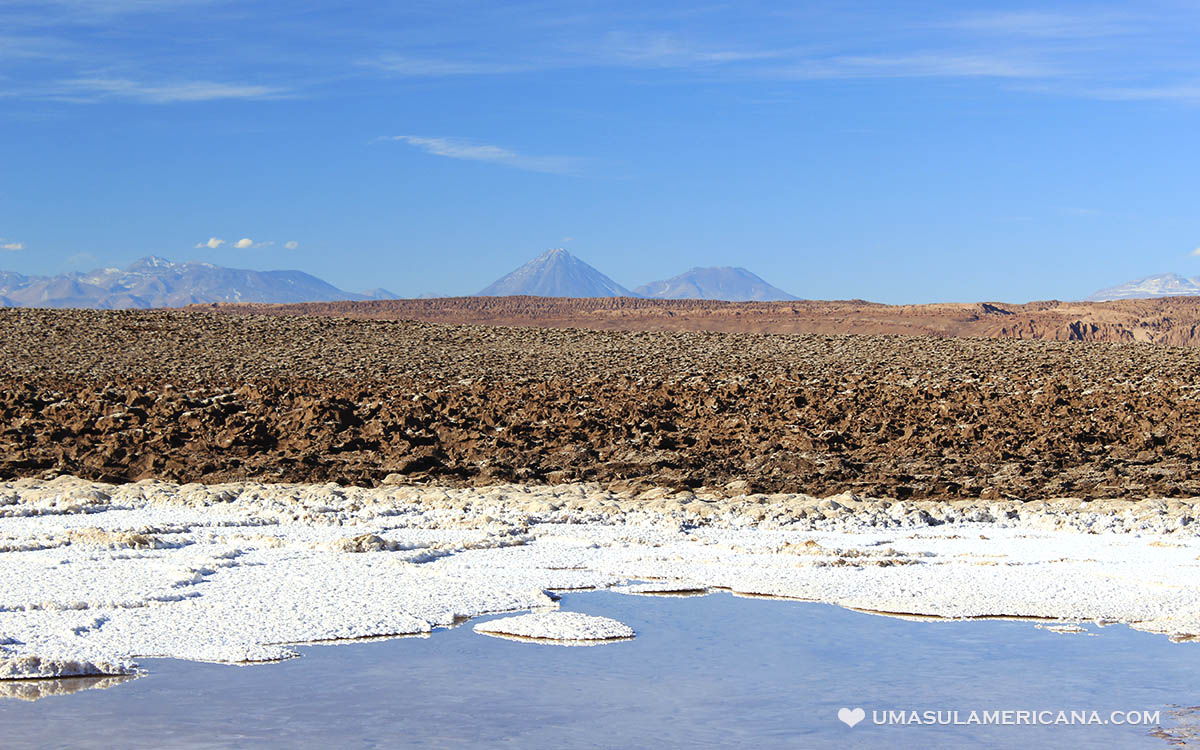 Vulcão Licancabur no Deserto do Atacama visto das Lagunas Escondidas de Baltinache