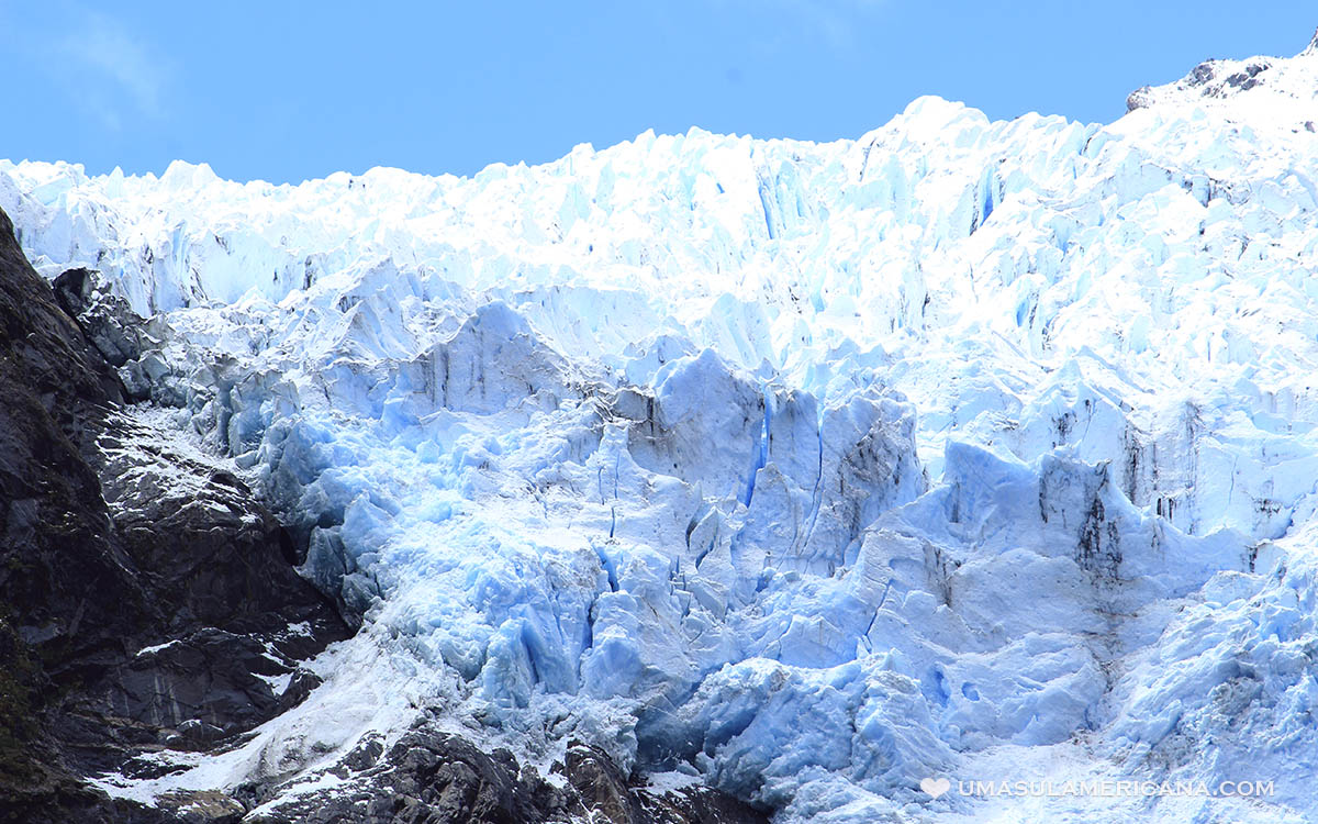 Glaciar suspenso na Patagônia chilena, na Carretera Austral - Queulat