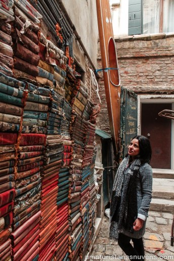 Livraria Acqua Alta em Veneza - Itália12