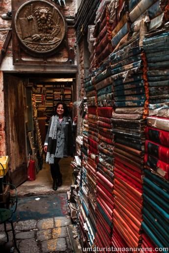 Livraria Acqua Alta em Veneza - Itália13