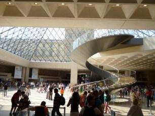 Hall de acesso ao Museu do Louvre