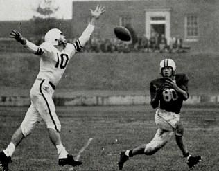Bill Walker catches a pass