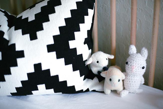 um-doce-dia-preto-e-branco-para-adoraveis-meninas-06