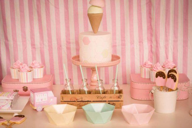 um-doce-dia-festa-um-pouco-de-sorvete-cor-de-rosa-02