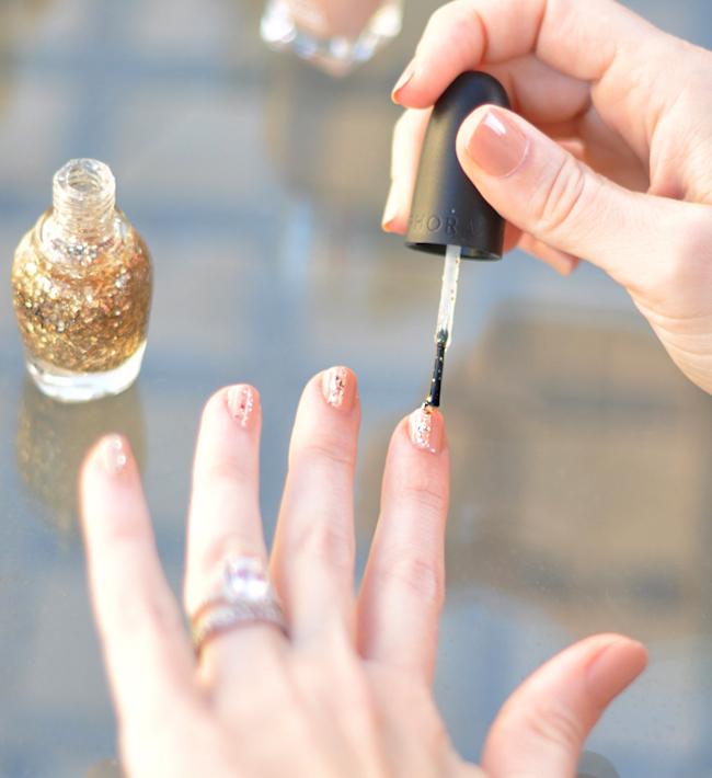 um-doce-dia-nail-art-nude-com-toque-glam-03