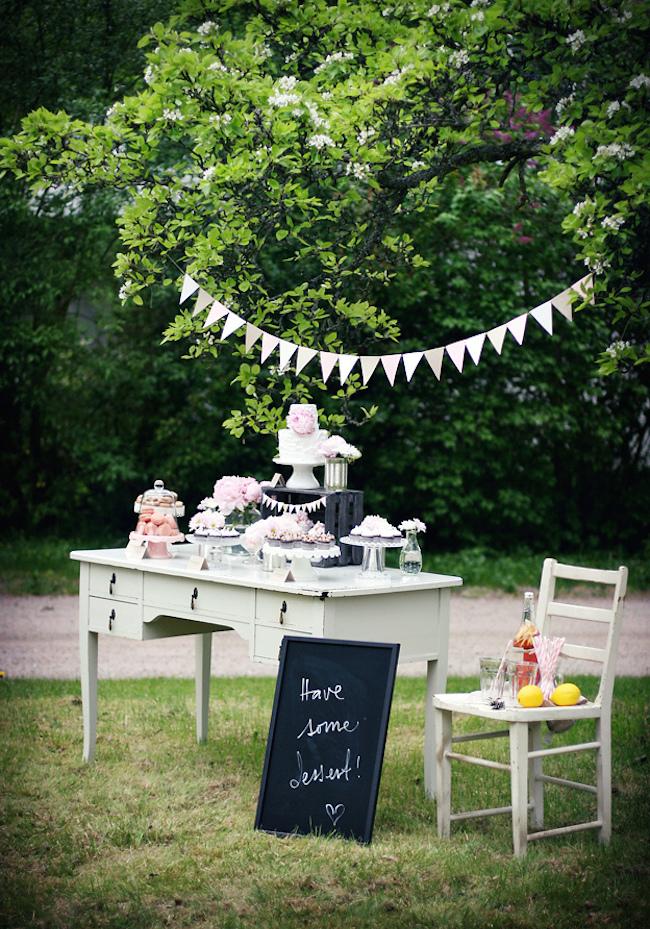 um-doce-dia-decoracao-mesa-de-sobremesas-lindo-rustico-e-rosa-07