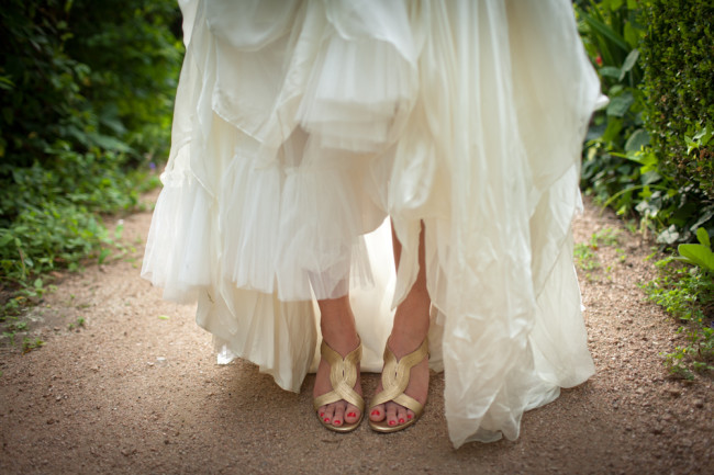 um-doce-dia-casamento-em-casa-peonias-e-um-toque-azul-09