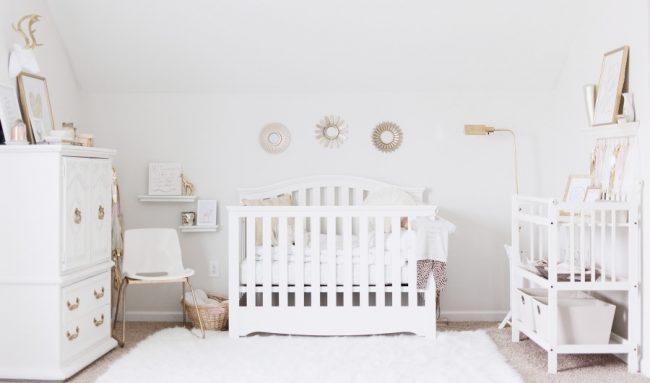 um-doce-dia-decoracao-quarto-de-bebe-branco-celestial-07