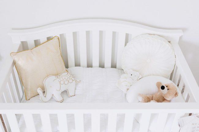 um-doce-dia-decoracao-quarto-de-bebe-branco-celestial-11