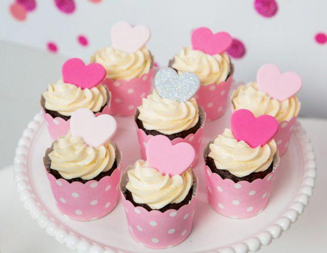 um-doce-dia-festa-de-adolescente-coracao-rosa-02