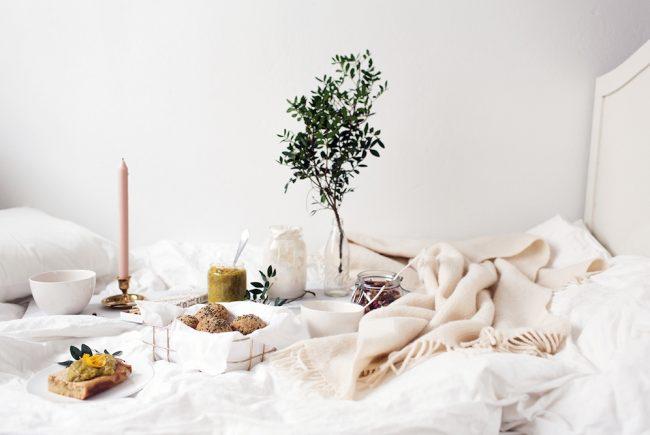 um-doce-dia-como-servir-um-perfeito-cafe-da-manha-na-cama-01