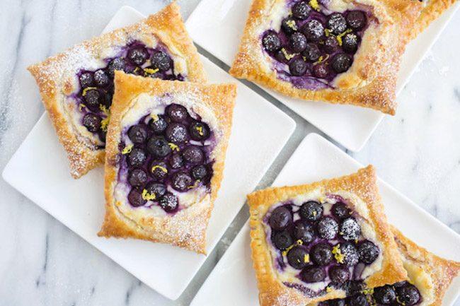 um-doce-dia-receita-de-torta-folhada-de-queijo-com-blueberry-04