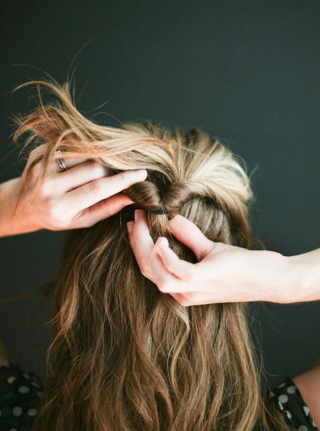 um-doce-dia-penteado-meio-preso-torcido-03