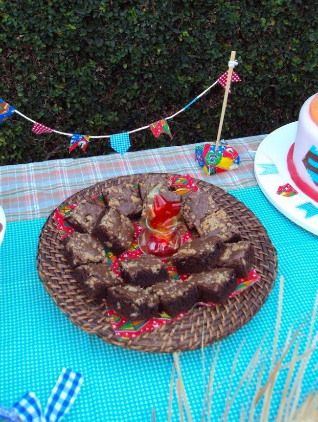 um-doce-dia-decoracao-festa-junina-olha-a-chuvaaaa-e-mentiraaaa-09
