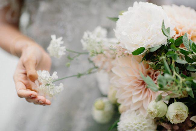 um-doce-dia-casamento-floral-acinzentado-07