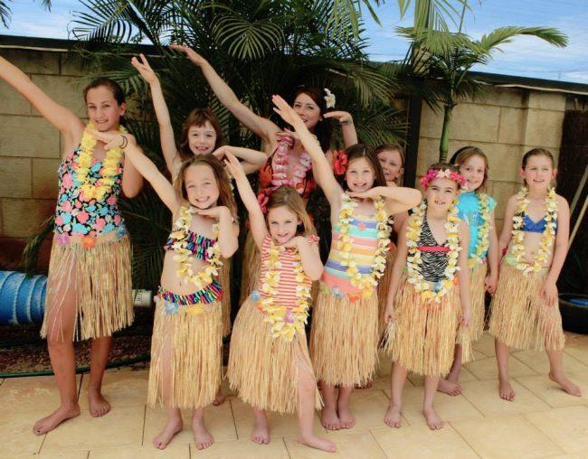 um-doce-dia-festa-meninas-luau-havaiano-no-quintal-22