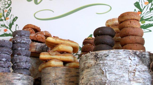 um-doce-dia-mesa-de-sobremesas-donuts-04