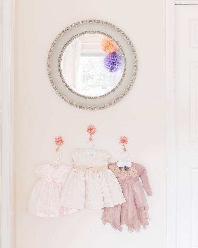 um-doce-dia-decoracao-quarto-de-bebe-lavanda-e-coral-06