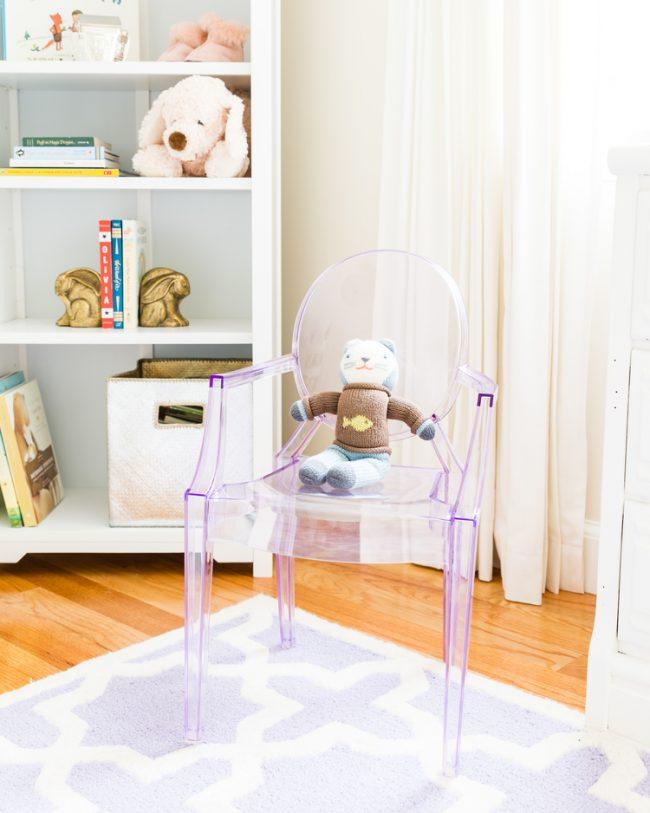 um-doce-dia-decoracao-quarto-de-bebe-lavanda-e-coral-08