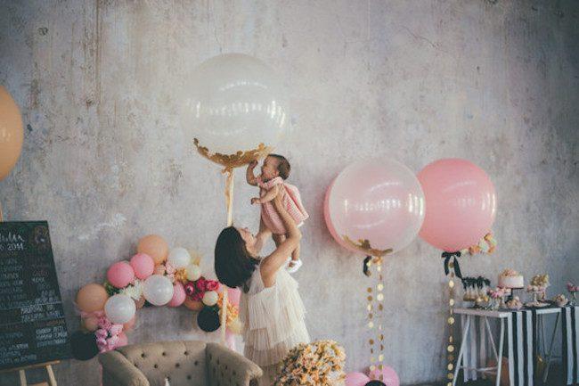 um-doce-dia-aniversario-ouro-e-confetes-cor-de-rosa-10