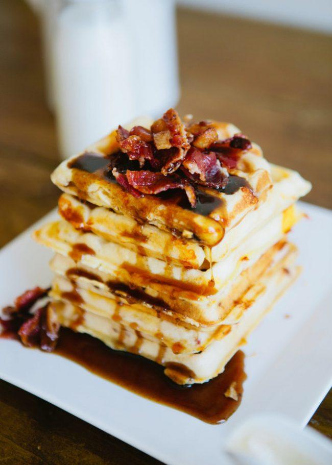 um-doce-dia-receita-waffles-de-queijo-com-bacon-01