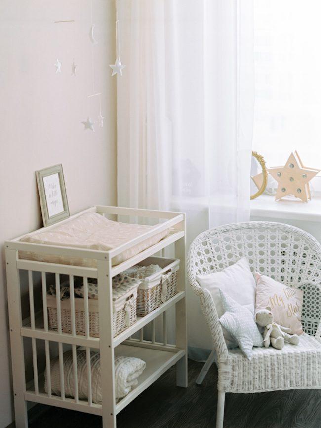 um-doce-dia-quarto-de-bebe-neutral-e-toques-campestres-01