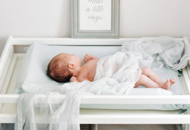 um-doce-dia-quarto-de-bebe-neutral-e-toques-campestres-04