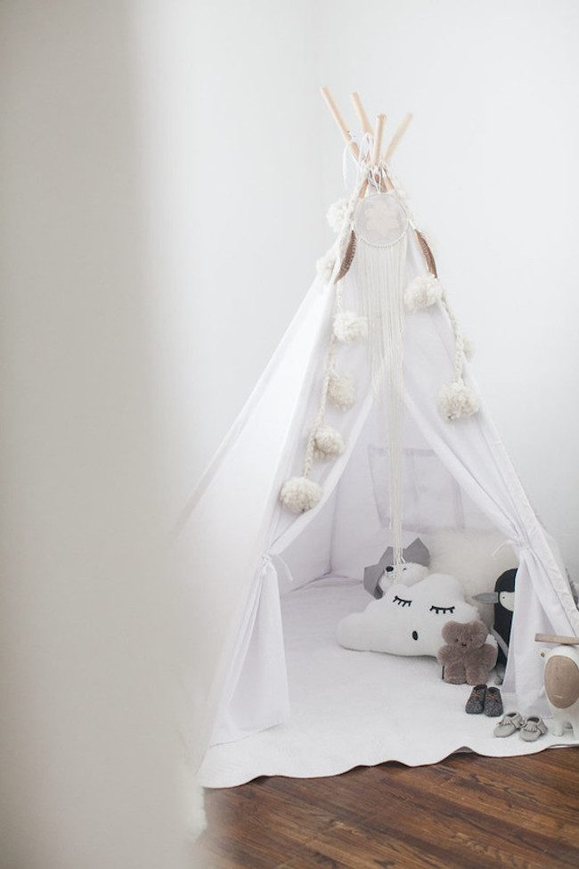 um-doce-dia-quarto-de-bebe-simplicidade-rustica-para-adoraveis-meninas-04