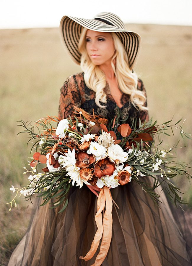 um-doce-dia-casamento-inspiracao-renda-negra-e-tule-escuro-11