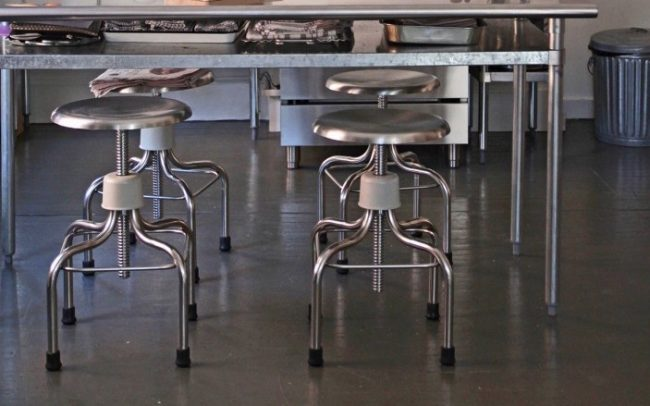 um-doce-dia-decoracao-apartamento-industrial-minimalista-06