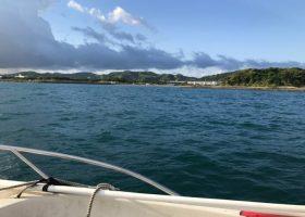 沖ノ島を船で海側から見ると
