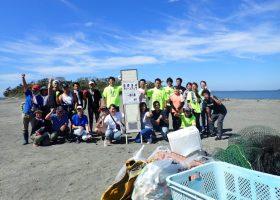 国際海岸クリーンアップ(International Coastal Cleanup : ICC)と、台風の流出物(流木など)の整理を実施