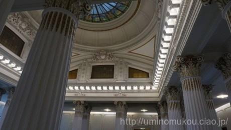 イオニア式?柱の装飾も美しい