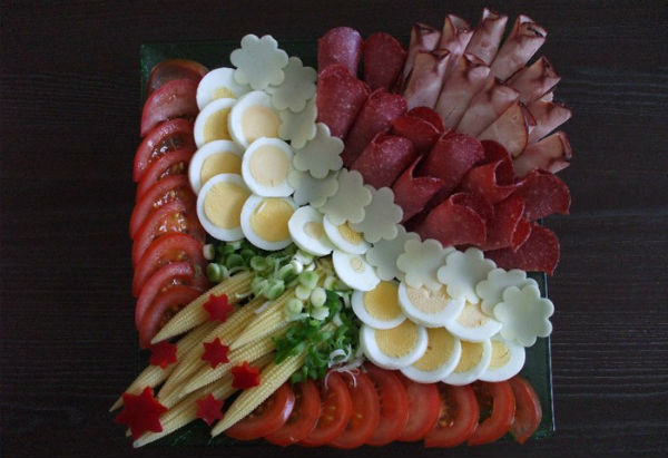 Egg slicing decoration photo