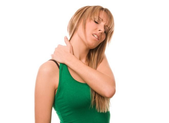 Что делать при острой боли в шее и как лечить такую боль? Болит шея при запрокидывании головы назад Боль при запрокидывании головы назад.
