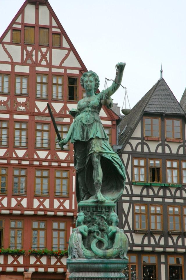 Monumento à justiça em Frankfurt