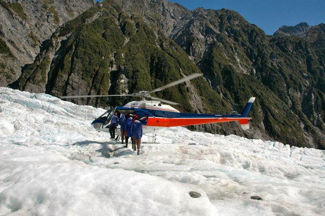 O helicóptero leva os visitantes até o centro do Glaciar.