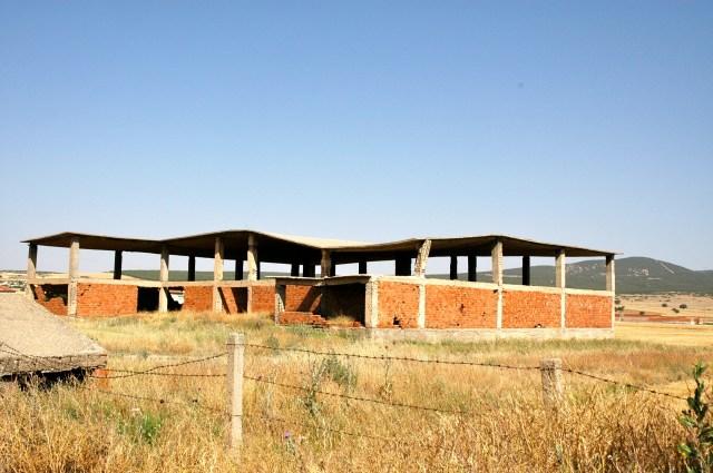 Construção afetada por terremoto no interior da Turquia