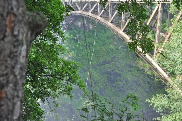 O imenso Bungee Jumping sobre o Rio Zambeze