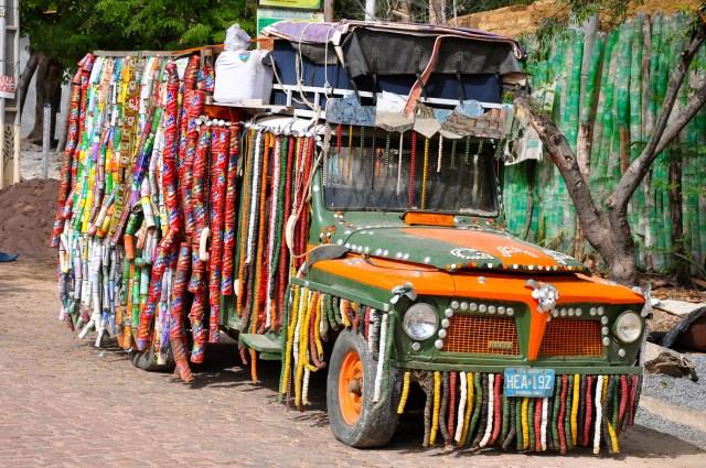 Carro decorado com lixo coletado na Chapada.