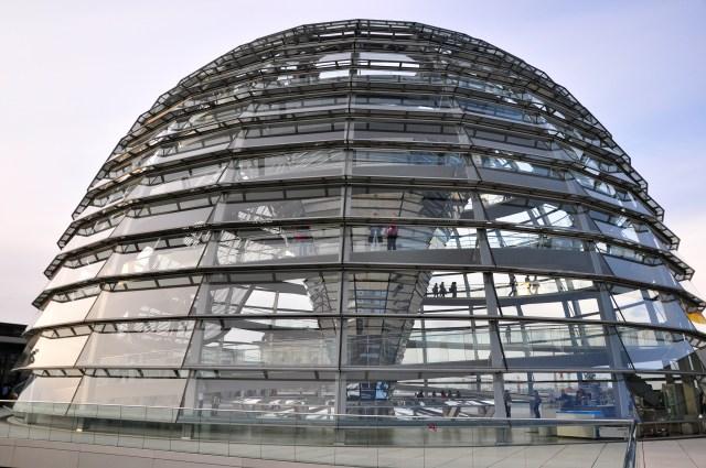 A cúpula de vidro do prédio do Parlamento Alemão.