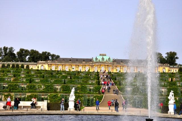 A fonte e escadarias do Palácio Sanssouci