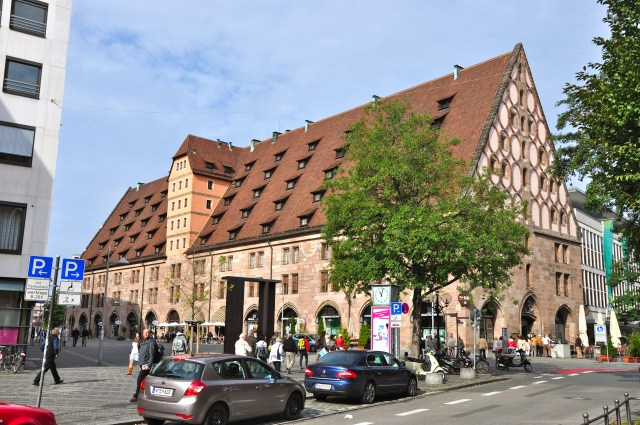 O antigo celeiro do século XV, transformado em loja de departamentos